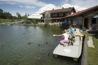 117558_inzell_sommer_tretboot_zwingsee_enten_fttern02_ff